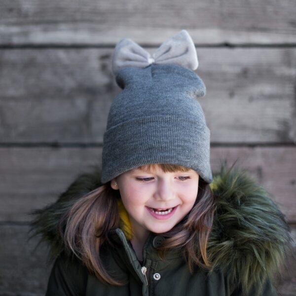 czapka dziewczęca z kokardką